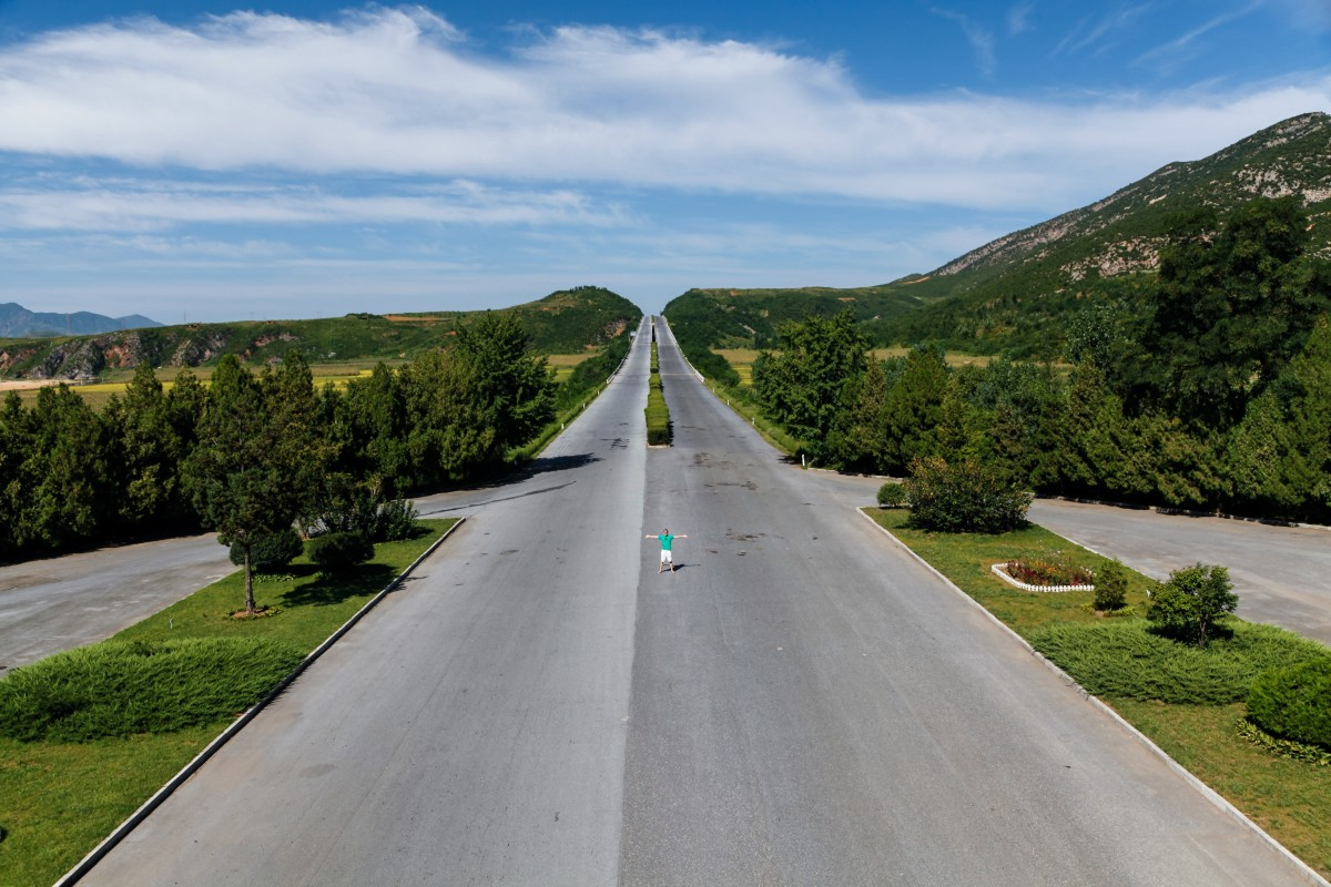 A six lane-wide highway with not a car in sight