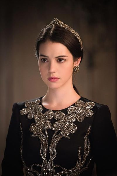 Adelaide Kane as Mary, Queen of Scots. Dress: Alexander McQueen. Headpiece: Lakrause. Earrings: Vintage. (Photo: Christos Kalohorides/The CW).