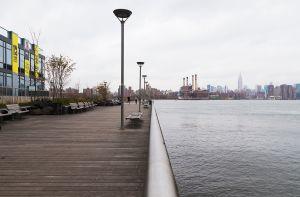 Brooklyn waterfront vibes. (Kaitlyn Flannagan for Observer)