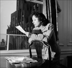 NEW YORK - APRIL 1950: A Portrait of French musician Edith Piaf. (Photo credit should read AFP/Getty Images)