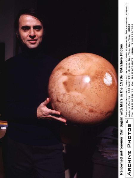 Portrait of American astronomer and author Carl Sagan (1934 - 1996) holding a globe model of the planet Mars, 1970s. (Photo by Hulton Archive/Getty Images)