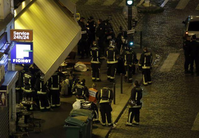 Police in Paris tonight.     (Photo: KENZO TRIBOUILLARD/AFP/Getty Images)