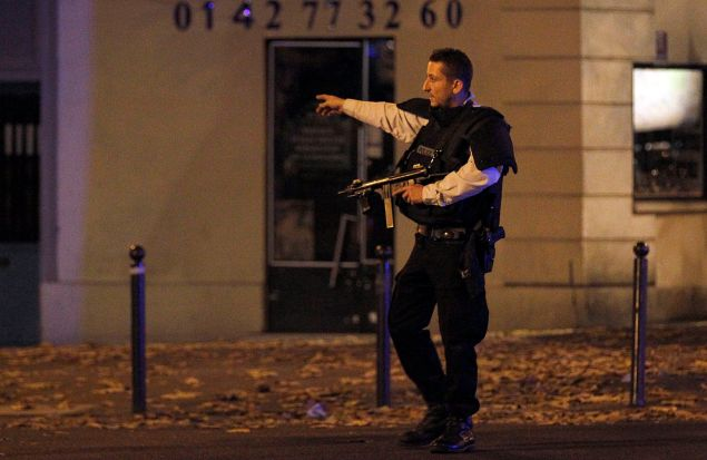 PARIS, FRANCE - NOVEMBER 13: Police survey the area of Boulevard Baumarchais after an attack in the French capital on November 13, 2015 in Paris, France. At least 18 people were killed in a series of gun attacks across Paris, as well as explosions outside the national stadium where France was hosting Germany. (Photo by Thierry Chesnot/Getty Images)