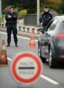 Police controls cars entering France from Spain (GAIZKA IROZ/AFP/Getty Images).