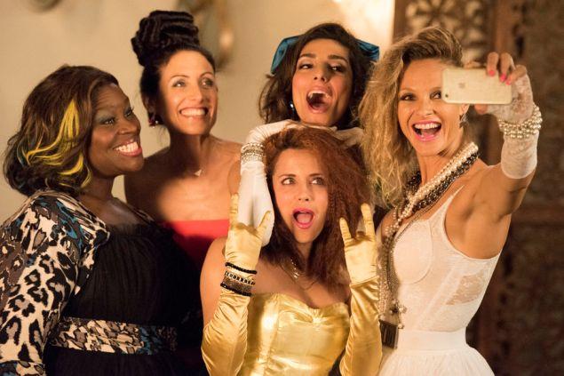 Retta, Lisa Edelstein, Alanna Ubach, Necar Zadegan and Beau Garrett in Girlfriends' Guide to Divorce. (Bravo)
