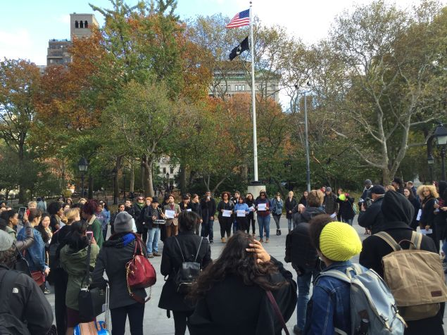 Students gather in a circle on Friday afternoon during #InSolidarityWithMizzou (Photo: Amanda Manning for Observer)