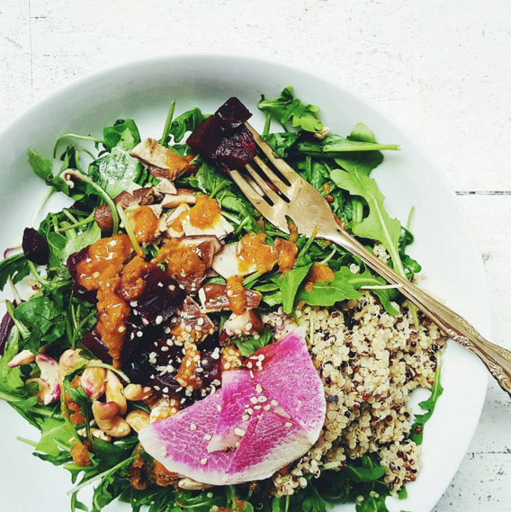 Sakara Life's sweet beet and toasted cashew medley with ginger carrots is a delicious detox (Photo: @sakaralifenyc).