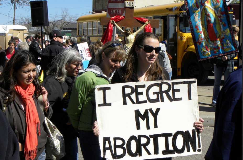 An anti-abortion protest at a Planned Parenthood clinic in St. Paul, Minnesota in 2012. (Photo: Flickr/Fibonacci Blue)