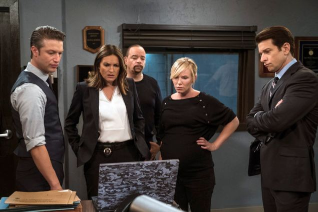 "LAW & ORDER: SPECIAL VICTIMS UNIT -- ""Patrimonial Burden"" Episode 1706 -- Pictured: (l-r) Peter Scanavino as Dominick ""Sonny"" Carisi, Mariska Hargitay as Lieutenant Olivia Benson, Ice-T as Detective Odafin ""Fin"" Tutuola, Kelli Giddish as Detective Amanda Rollins, Andy Karl as Sgt. Mike Dodds -- (Photo by: Michael Parmelee/NBC)"