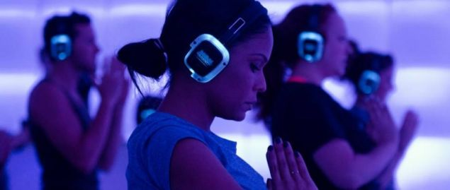 Silent disco yogis find their stride (Photo: Sound Off Experience).