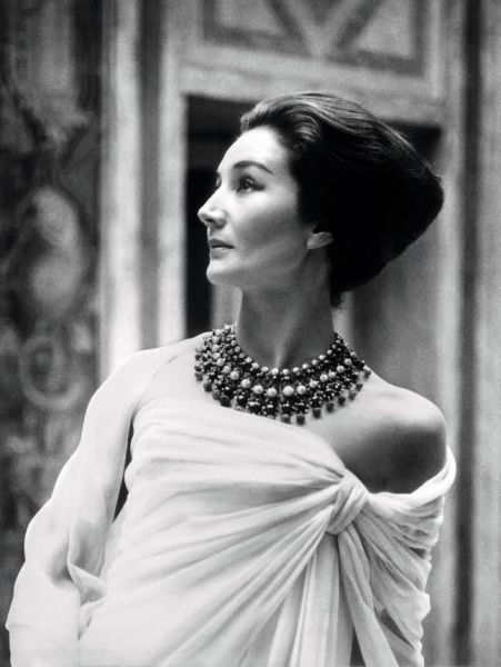 Jacqueline de Ribes in 1959 (Photo: Roloff Beny).
