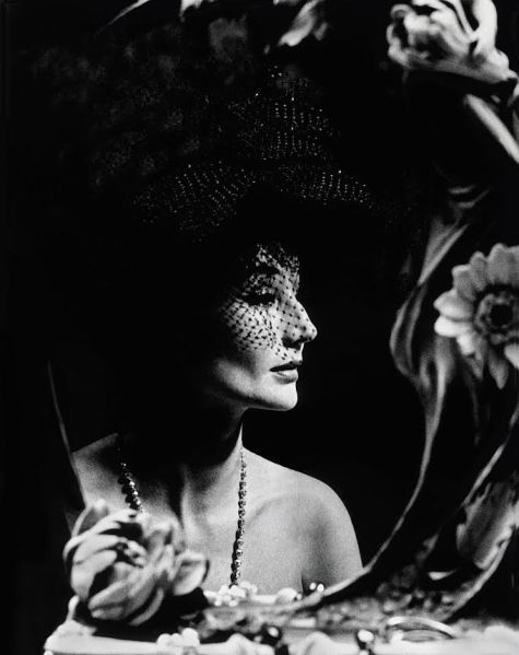 Jacqueline de Ribes in 1961 (Photo: Raymundo de Larrain).