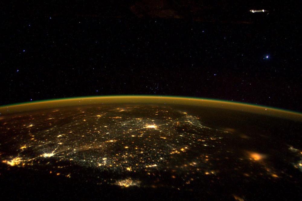 (Photo: ISS astronaut Scott Kelly)