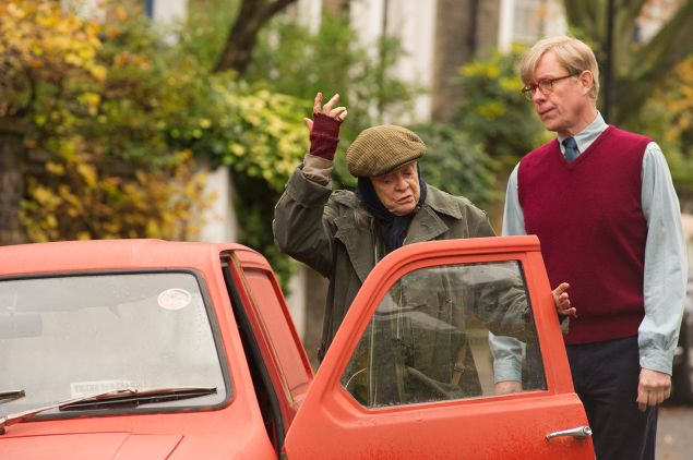 Maggie Smith and Alex Jennings in The Lady in the Van.