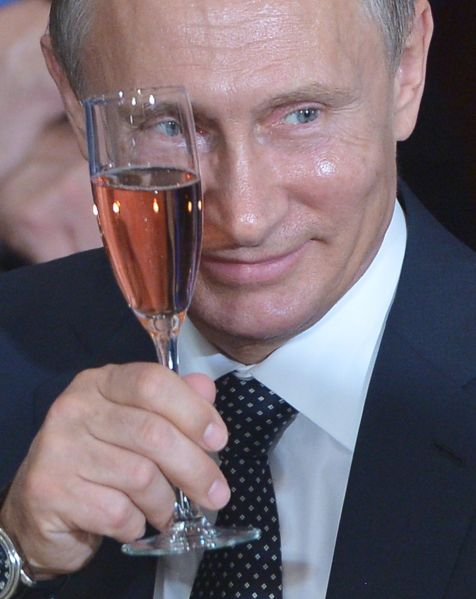 Russia's President Vladimir Putin toasts during a luncheon hosted by UN Secretary General Ban Ki-moon at the United Nations headquarters on September 28, 2015 in New York. AFP PHOTO/MANDEL NGAN (Photo credit should read MANDEL NGAN/AFP/Getty Images)