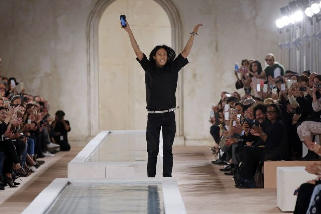 US fashion designer Alexander Wang for Balenciaga acknowledges the audience at the end of the 2016 Spring/Summer ready-to-wear collection fashion show, on October 2, 2015 in Paris. AFP PHOTO / PATRICK KOVARIK (Photo credit should read PATRICK KOVARIK/AFP/Getty Images)