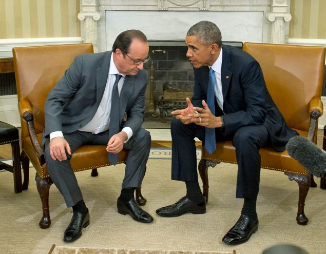 United States President Barack Obama hosts President François Hollande of France for a bilateral meeting in the Oval Office of the White House in Washington, DC on Tuesday, November 24, 2015. The leaders are meeting to discuss coordination of their efforts in the war against ISIL in the aftermath of the attacks in Paris. Credit: Ron Sachs / Pool via CNP