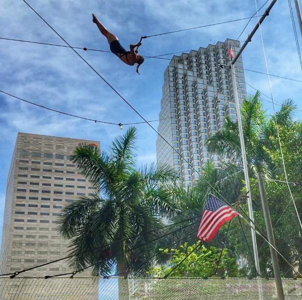 One trapeze artist shows off (Photo: @starfire_arts Instagram).