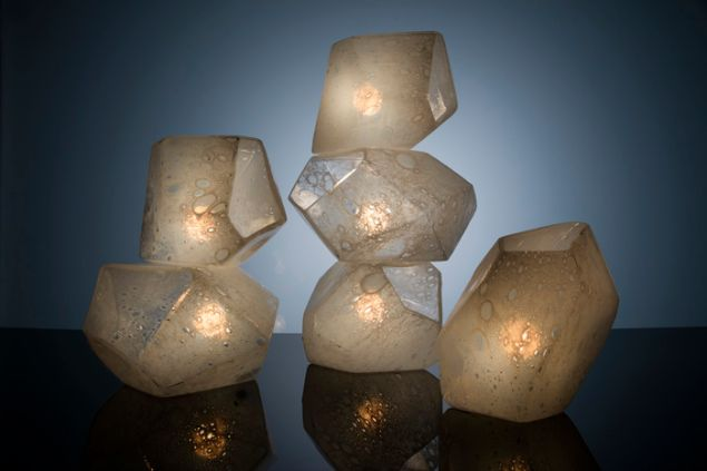 Jeff Zimmerman, Faceted Crystal table lamp in hand-blown glass, (2015). (Courtesy R & Company)