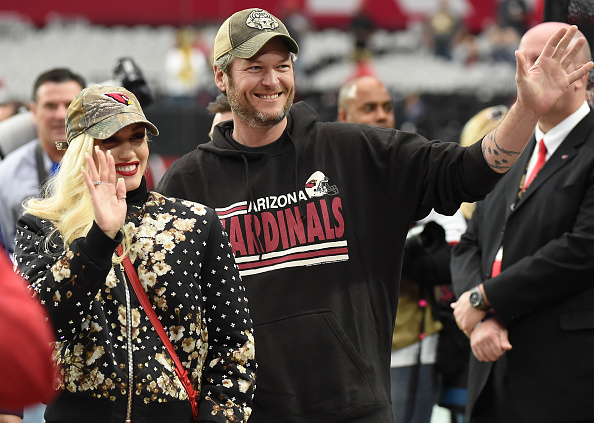 GLENDALE, AZ - DECEMBER 27: Gwen Stefani and Blake Shelton wave to fans prior to the NFL game between the Green Bay Packers and Arizona Cardinals at University of Phoenix Stadium on December 27, 2015 in Glendale, Arizona. (Photo by Norm Hall/Getty Images)