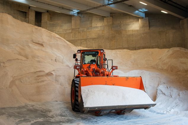 The Spring Street salt shed is filled with salt prior to the storm's arrival. (Photo by Bryan Thomas/Getty Images)