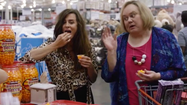 Penelope (Sabina Sciubba) and Christine (Louie Anderson) on Baskets.