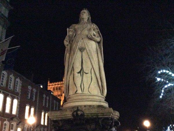 A Bristol artist drew genitalia on a statue of Queen Victoria. (Photo: @BertramFiddle via Twitter)