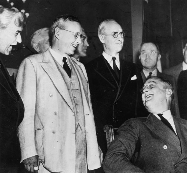 The Republican Governor of Kansas and presidential candidate, Alfred Landon (1887 - 1987) greeting the American President Franklin Delano Roosevelt (1882 - 1945) (seated) prior to the presidential elections. Future United States President Harry S. Truman can been seen in the background.   (Photo by Keystone/Getty Images)