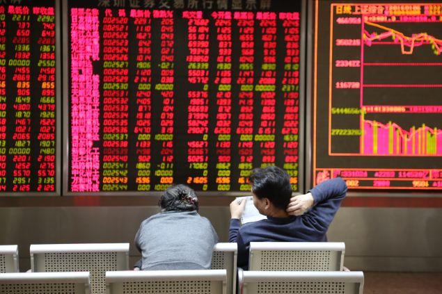 BEIJING, CHINA - JANUARY 06: (CHINA OUT) Investors observe stock market at an exchange hall on January 6, 2016 in Beijing, China. Chinese stock market rebounded after two days' decline. The Shanghai Composite Index rose 22.53 points, or 0.69% to 3310.24 points and Shenzhen Composite Index ran up 45.83, or 0.40% to 11513.89 points. (Photo by ChinaFotoPress)***_***