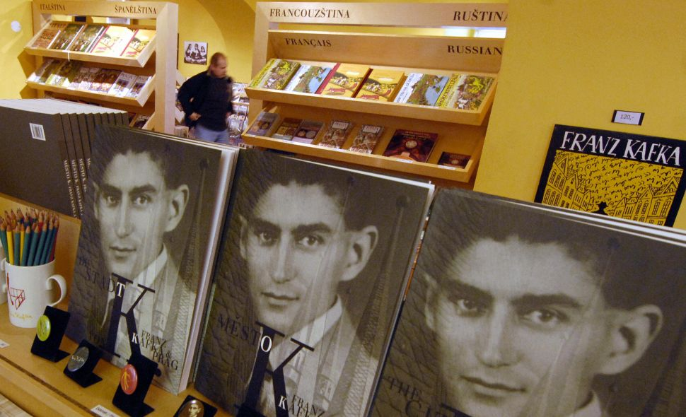 """TO GO WITH AFP STORY BY JAN MARCHAL-Czech-literature-history-Kafka- Recent picture of books of Czech writer Franz Kafka are on display at a tourist boutique, 19 October 2007 in Prague. Franz Kafka (1883-1924), born into a middle class Prague Jewish family is an author of """"The Trail"""", """"The Castle"""" and """"The Metamorphosis"""". Kafka is regarded as one of the most important German language novelists and short story writers of the 20th century. Banned by the Nazis, shunned by the communists, and regarded as a stranger by the citizens of his home city, Prague-born German-language author Franz Kafka will have his completed works published for the first time in Czech. AFP PHOTO MICHAL CIZEK"""