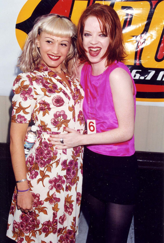 Gwen Stefani and Shirley Manson pose together (Photo: Tumblr).