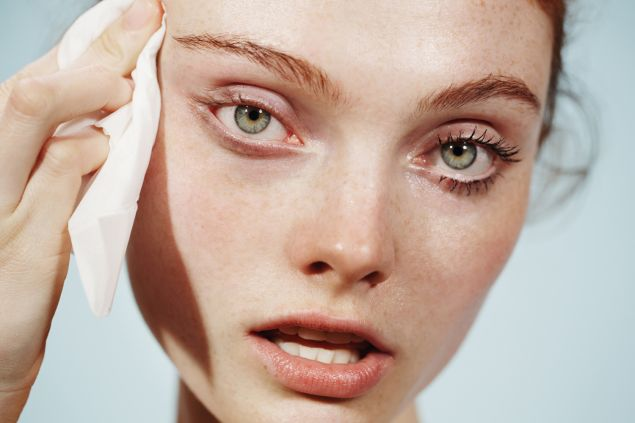 A clean eye on the left, but not on the right (Photo: Courtesy Glossier).