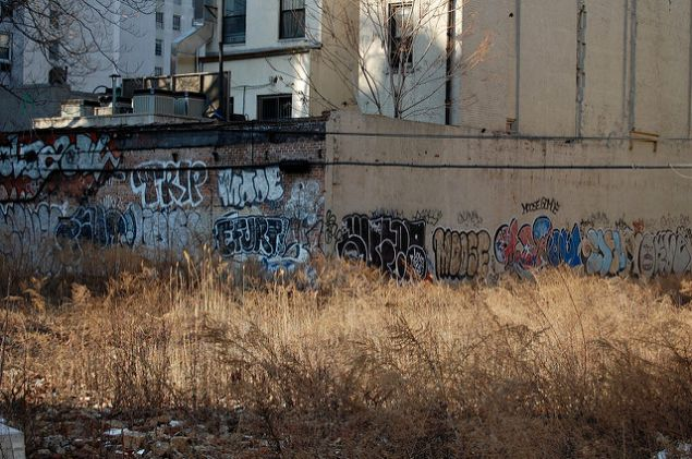 The comptroller's office says city-owned vacant lots should be redeveloped.