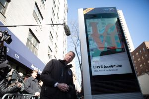 Mayor Bill de Blaisio makes a call using a LinkNYC kiosk.