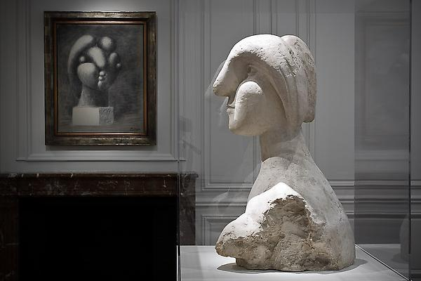 """Another version of """"Sculpture of a Head: Marie-Thérèse,"""" on view at Acquavella Galleries. (Photo: Acquavella Galleries)"""