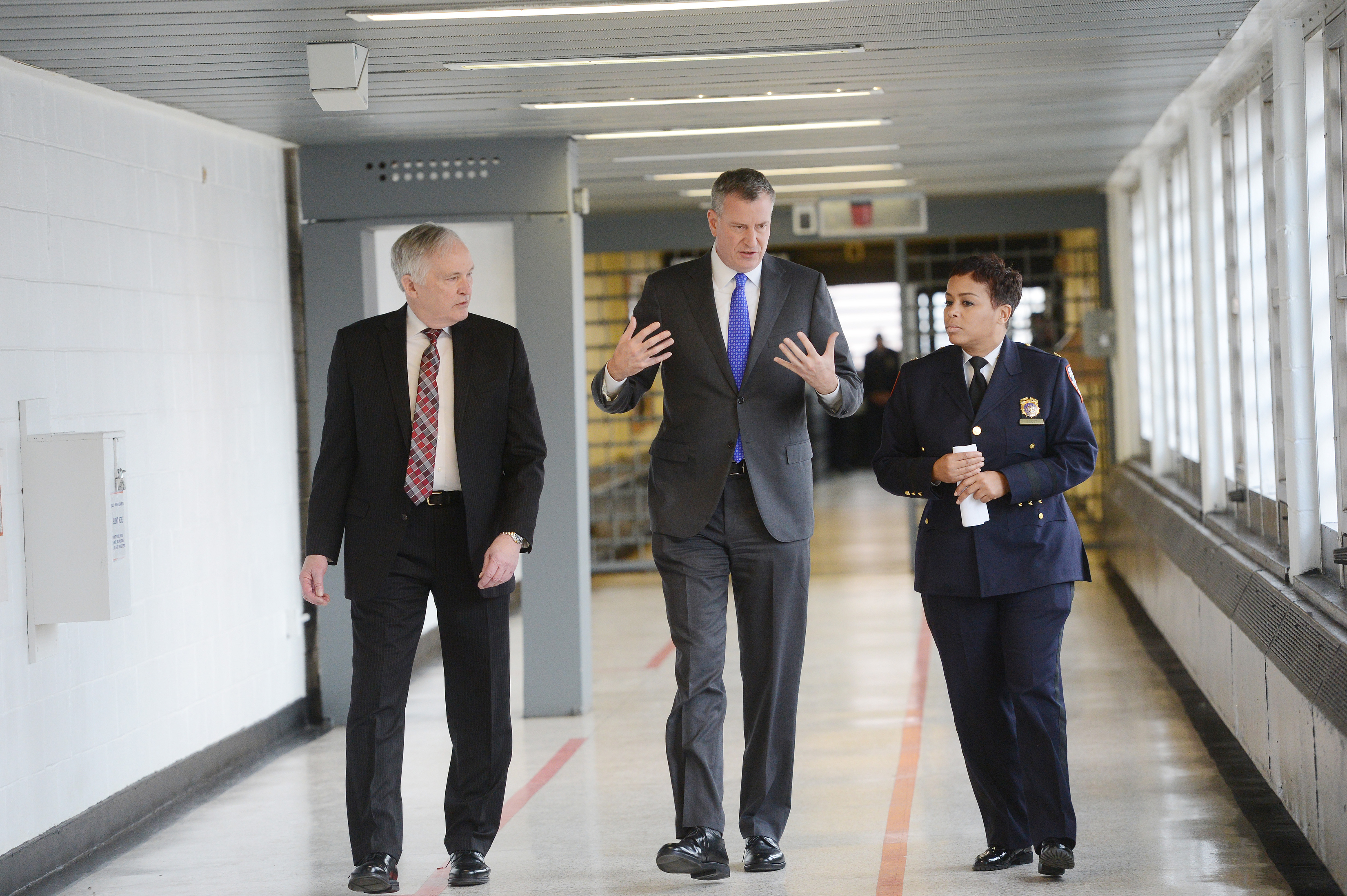 New York City Mayor Bill de Blasio, joined by Department Correction Commissioner Joe Ponte and Warden Becky Scott, talk during his tour of Second Chance Housing at Rikers Island on December 17, 2014 in New York City.