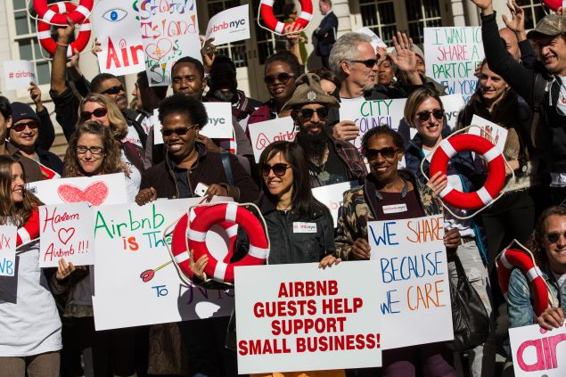 Supporters of Airbnb hold a rally at New York City Hall showing support for the company on October 30, 2015 in New York City. (Photo:Andrew Burton/Getty Images)