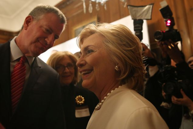 Mayor Bill de Blasio with ex-Secretary of State Hillary Clinton (Photo: for Getty Images).