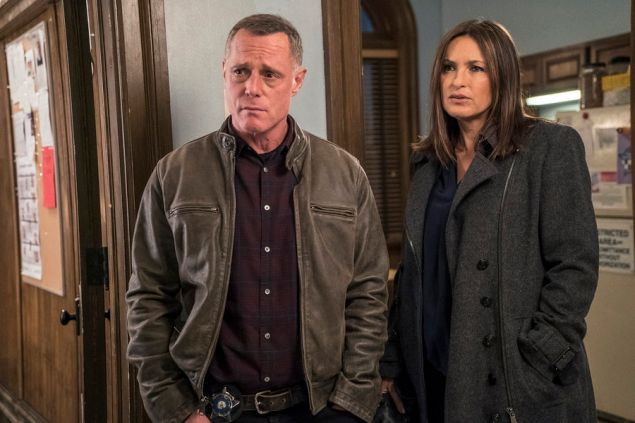 "CHICAGO P.D. -- ""The Song of Gregory Williams Yates"" Episode 314 -- Pictured: (l-r) Jason Beghe as Hank Voight, Mariska Hargitay as Olivia Benson -- (Photo by: Matt Dinerstein/NBC)"