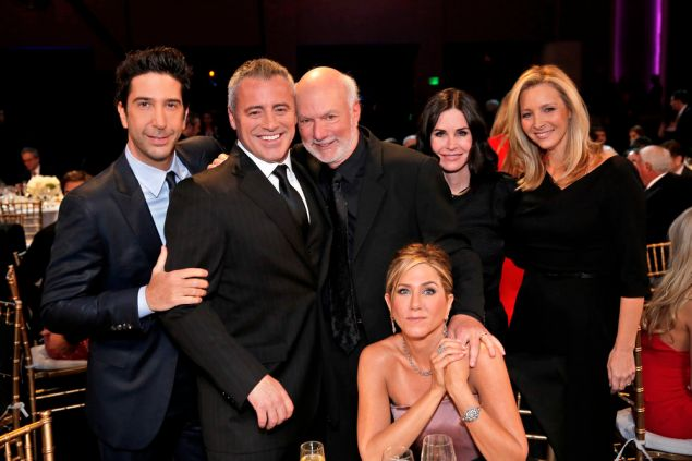 (l-r) David Schwimmer, Matt LeBlanc, James Burrows, Jennifer Aniston, Courteney Cox, Lisa Kudrow.
