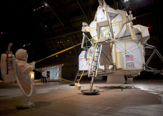 Tom Sachs, A Space Program.
