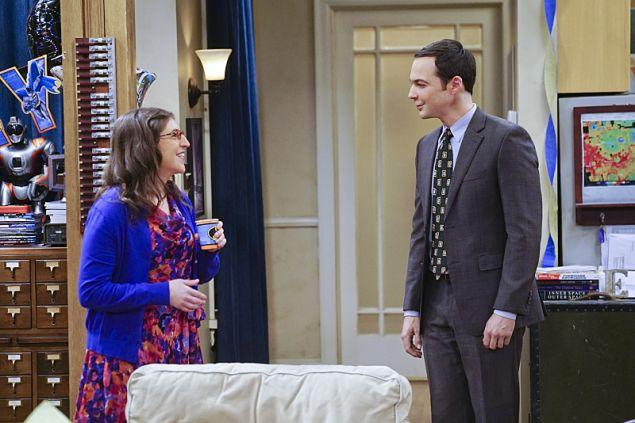 Mayim Bialik and Jim Parsons in The Big Bang Theory.