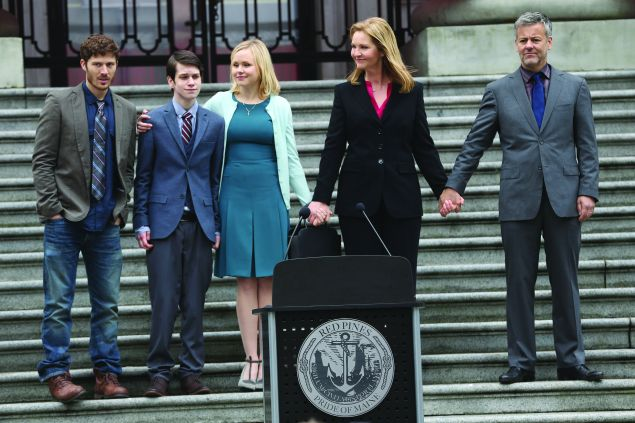 Zach Gilford, Liam James, Alison Pill, Joan Allen, and Rupert Graves in The Family.