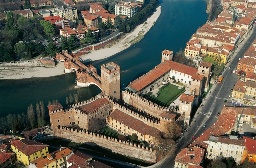 Aerial view of the Castelvecchio Museum in Verona, Italy, where 17 paintings were stolen in November (Photo: De Agostini/U. Colnago/Getty)