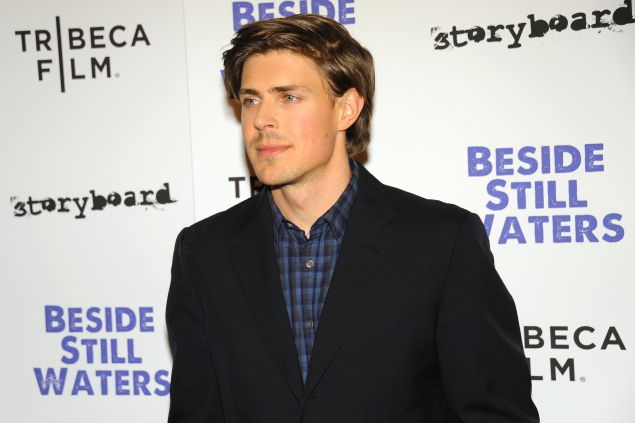 Chris Lowell has bid adieu to his bachelor pad in favor of a more traditional Soho abode with his girlfriend.