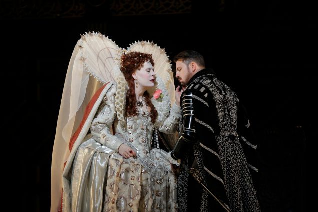 Sondra Radvanovsky as Elisabetta and Matthew Polenzani in the title role of Donizetti's Roberto Devereux.
