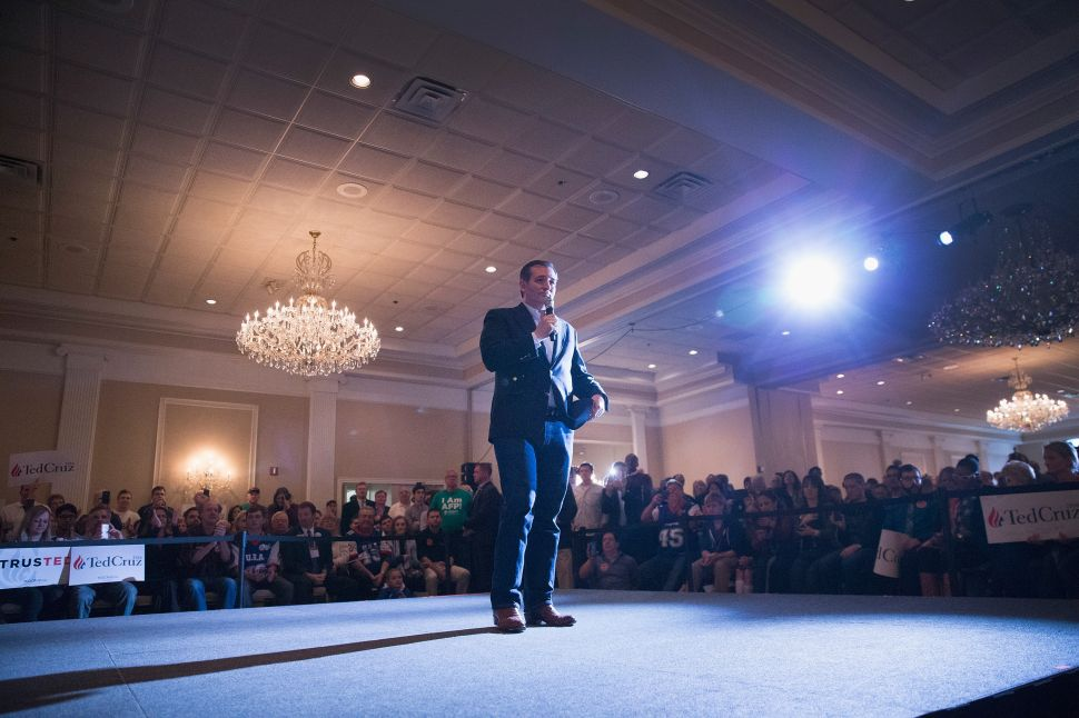 Sen. Ted Cruz (R-TX) speaks at a campaign rally at Abbington Banquets on March 14, 2016 in Glen Ellyn, Illinois.