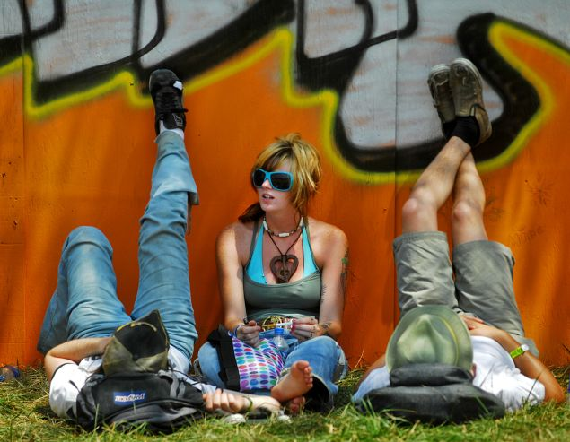 Is this Bonnaroo guest just chillin, or lamenting having to spend 100 bucks on churros?