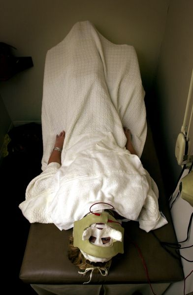 386657 02: Lara Shriftman receives Galvanic currents behind a mask in the final step of a facial treatment at the Face Place March 13, 2000 in Hollywood, CA. It is one of the ways some celebrities are preparing their appearances for the upcoming Oscar Awards presentatons.