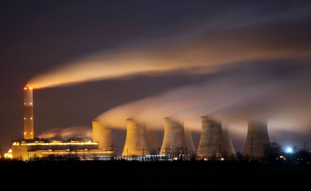 The coal fuelled Cottam power station generates electricity on November 30, 2009 in Retford, Nottinghamshire, United Kingdom.